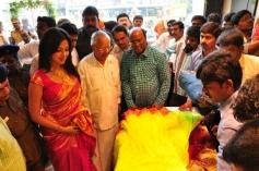 Amala Paul Inaugurates Kalanikethan Showroom