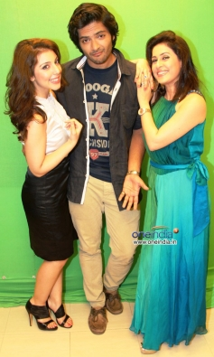 Anisa, Ali Fazal & Amrita Raichand at the photoshoot of Vibhu Agarwal's Baat Bann Gayi