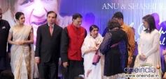 Celebs surrounded with Lata Mangeshkar at the Yash Chopra Memorial Awards 2013