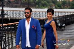 Chandi Perera along with Ajay Devgan during the Big Ad shoot at Goa