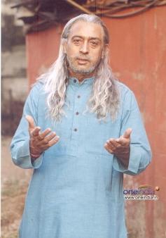 Gulshan Grover still from film Sooper se Ooper