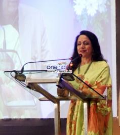 Hema Malini at the Yash Chopra Memorial Awards 2013
