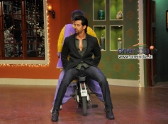 Hrithik Roshan with Dadi on the Sets of Comedy Nights with Kapil