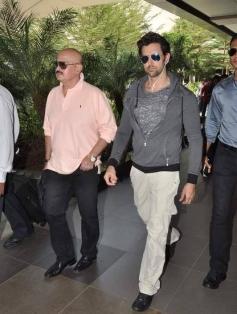 Hrithik Roshan with his dad Rakesh Roshan return from Dubai