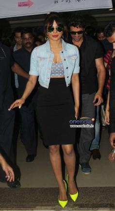Hritik Roshan and Priyanka Chopra snapped while returning back after the Krrish 3 promotion