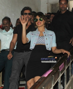 Hritik Roshan with Priyanka Chopra snapped promoting Krrish 3