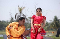 Komal and Meera Nandan in Kannada Movie Karodpathi