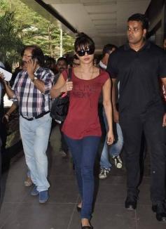 Krrish 3 heroine Priyanka Chopra return from Dubai