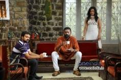 Kunchako Boban, Lal and Rituparna Sengupta in Malayalam Movie Kadhaveedu