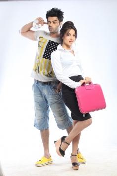 Manish Paul and Elli Avram still from film Mickey Virus