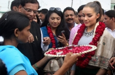 Miss Universe Olivia Culpo being welcomed