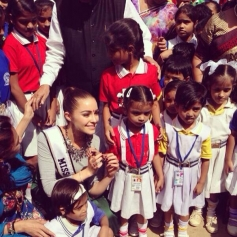 Miss Universe Olivia Culpo poses with kids at Sulabh school