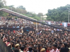 More than 7000 people gather at Dayanand Sagar college for Krrish 3 Game Launch