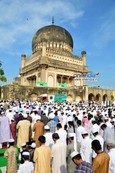 Prayers at  Qutub Shahi Toumbs