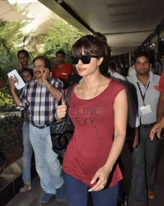 Priyanka Chopra return from Dubai after Krrish 3 promotion
