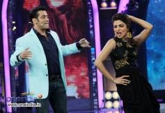 Priyanka Chopra shake a leg with Salman Khan on the sets of Bigg Boss 7