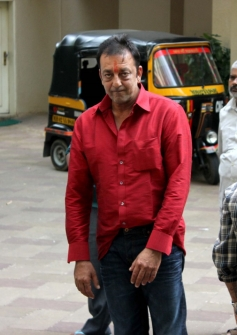 Sanjay Dutt reaches home after getting parole for 14 days