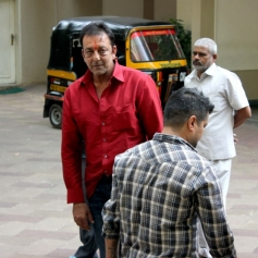 Sanjay Dutt reaches home, thanks fans for love and support