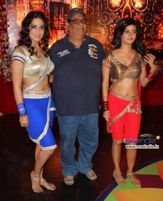 Satish Kaushik with Mahie Gill and Meera Chopra at the wrap up shoot of film Gangs of Ghost