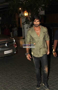 Shahid Kapoor arrive at the R Rajkumar film completion party