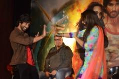 Shahid Kapoor and Sonakshi Sinha performance at R... Rajkumar film Trailer launch