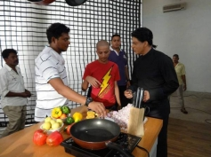 Shahrukh Khan cutting onions on the sets of an ad shoot for Nokia Lumia