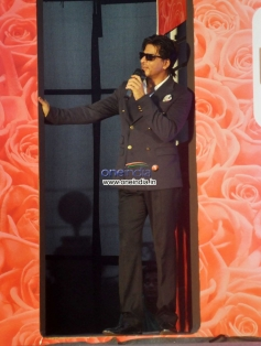 Shahrukh Khan enacts his train scene during Lux Chennai Express contest event