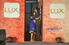 Shahrukh Khan hugs a fan at LUX Chennai Express Contest Event