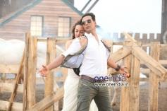 Sonakshi Sinha & Akshay Kumar in Har Kisko Song