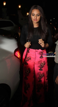 Sonakshi Sinha arrive at the R Rajkumar film completion party
