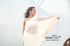 Sonakshi Sinha in Har Kisko Song