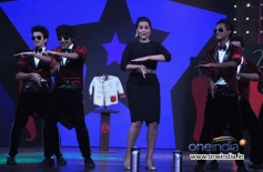 Sonakshi Sinha performs dance on Junior MasterChef sets