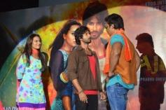 Sonakshi Sinha, Shahid Kapoor and Sonu Sood at R... Rajkumar film Trailer launch
