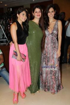 Sonalee Kulkarni, Kainaat Arora and Bruna Abdullah at Success party of film Grand Masti