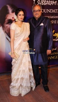 Sridevi with her husband Boney Kapoor at Yash Chopra Memorial Awards 2013