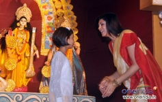 Sushmita Sen with a little girl during the Durga Pooja celebration 2013