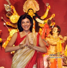 Sushmita Sen thank people present at Durga Pooja celebration 2013
