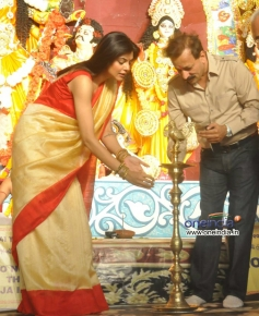 Sushmita Sen inaugrates Durga Pooja celebration 2013