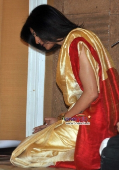 Sushmita Sen offers prayers at Durga Pooja celebration 2013