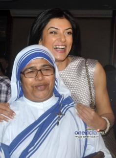 Sushmita Sen snapped at the Mother Teresa Memorial Award 2013