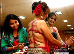 Tanisha Singh from South did body paint for Navratri