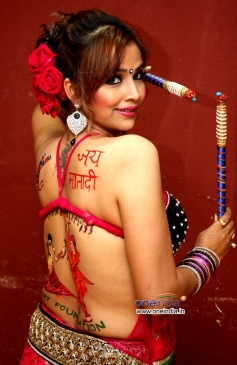 Tanisha Singh's backlace dandiya body paint