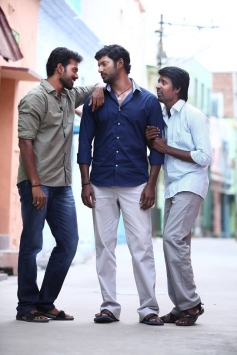 Vikranth, Vishal and Soori still from film Pandiya Nadu