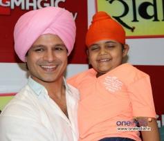 Vivek Oberoi with child actor Rimmi Srivastav at BIG FM studios