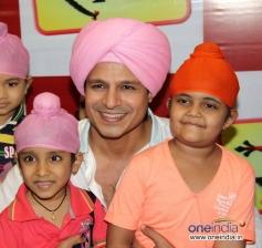 Vivek Oberoi with child actor Rimmi Srivastav during the promotion of Big Magic's TV show Raavi