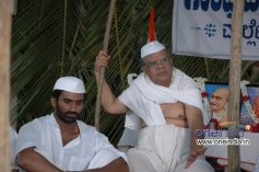 Yogesh and Dattanna in Kannada Movie Matte Satyagraha