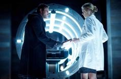 Aaron Eckhart and Yvonne Strahovski still from film I Frankenstein