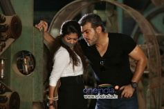 Ajith Kumar and Nayantara still from Aata Arambham