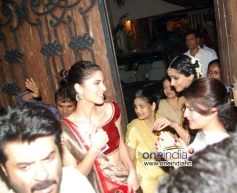 Anil Kapoor with her daughter Rhea Kapoor and Sonam Kapoor on his Diwali bash