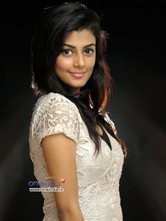 Anisha in Kannada Movie A 2nd Hand Lover